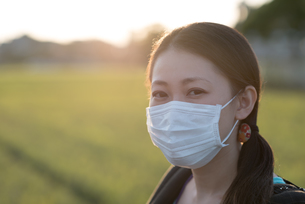Japanese Woman with Maskの写真素材 [FYI00785308]