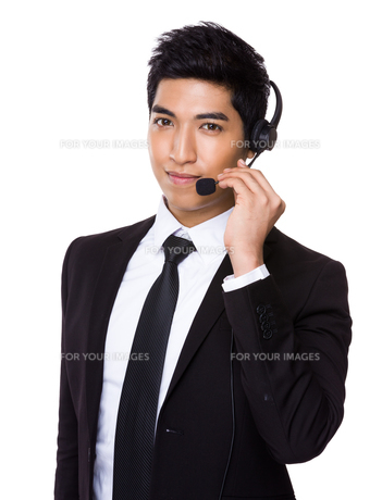 Customer services operator holding with microphoneの写真素材 [FYI00785517]