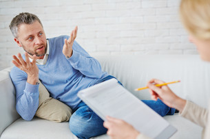 Talking to psychologistの写真素材 [FYI00785617]