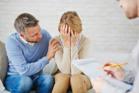 Reassuring wifeの素材 [FYI00785618]