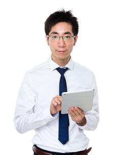 Businessman use of digital tabletの写真素材 [FYI00785669]