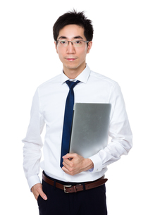 Businessman hold with notebook computerの写真素材 [FYI00785699]