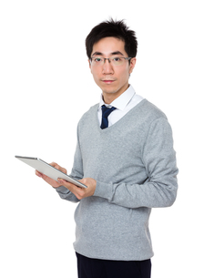 Businessman use of tablet pcの写真素材 [FYI00785709]
