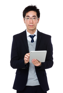 Young businessman use tablet pcの写真素材 [FYI00785721]