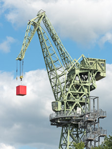 jib crane with red cubesの写真素材 [FYI00785803]