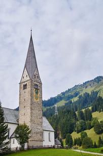 church of st. jodok in mittelberg in the kleinwalsertalの素材 [FYI00785804]