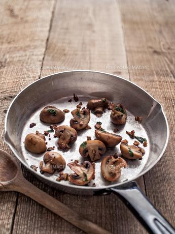 rustic pan sauteed mushroomの写真素材 [FYI00785808]