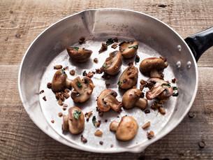 rustic pan sauteed mushroomの写真素材 [FYI00785828]