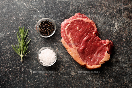 fresh raw beefの写真素材 [FYI00786098]