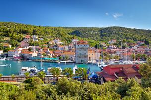 Adriatic village of Marina near Trogirの写真素材 [FYI00786369]