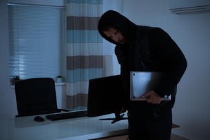 Thief Stealing Computer And Laptopの写真素材 [FYI00786496]