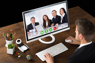 Businessman Videochatting With Colleaguesの写真素材 [FYI00786639]