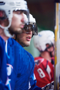 ice hockey players on benchの素材 [FYI00786868]