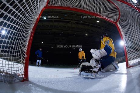 ice hockey goalkeeperの写真素材 [FYI00786894]