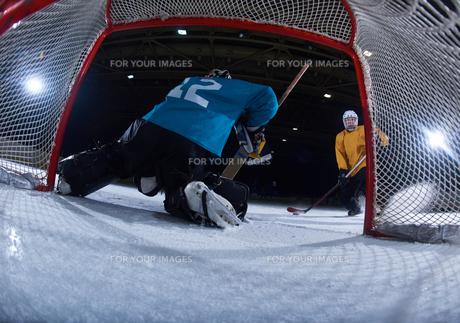 ice hockey goalkeeperの写真素材 [FYI00786915]