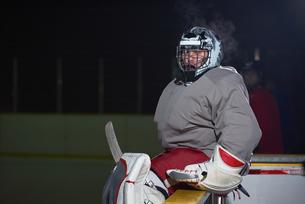 ice hockey players on benchの素材 [FYI00786933]