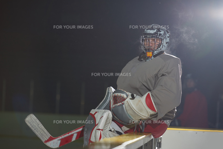 ice hockey players on benchの素材 [FYI00786945]