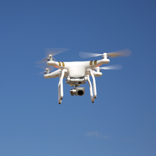 drone hovering against blue sky on sunny dayの写真素材 [FYI00786970]