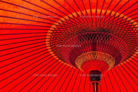 Japanese red umbrellaの写真素材 [FYI00787146]