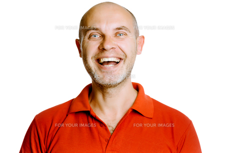 Unshaven laughing middle-aged man in a red T-shirt. Studio. isolatedの写真素材 [FYI00787629]