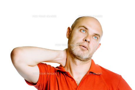 Unshaven middle-aged man holding his neck. Pain. Studio. isolatedの写真素材 [FYI00787655]