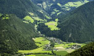 Village in the austrian alpsの写真素材 [FYI00787682]