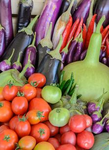 Mix vegetable in wooden boxの写真素材 [FYI00787772]