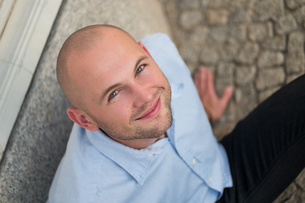 young businessman portrait smilingの写真素材 [FYI00787953]