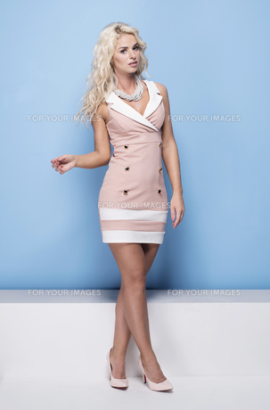beauty, fashion and young woman in pink dressの写真素材 [FYI00787964]