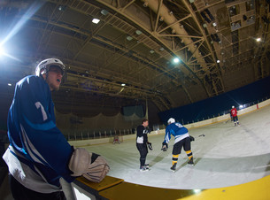 ice hockey players on benchの素材 [FYI00788094]
