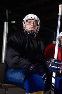 ice hockey players on benchの素材 [FYI00788121]