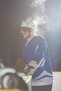 ice hockey players on benchの素材 [FYI00788133]