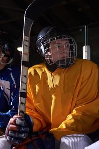 ice hockey players on benchの素材 [FYI00788152]