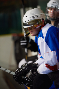 ice hockey players on benchの素材 [FYI00788181]