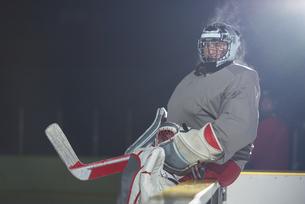 ice hockey players on benchの素材 [FYI00788195]
