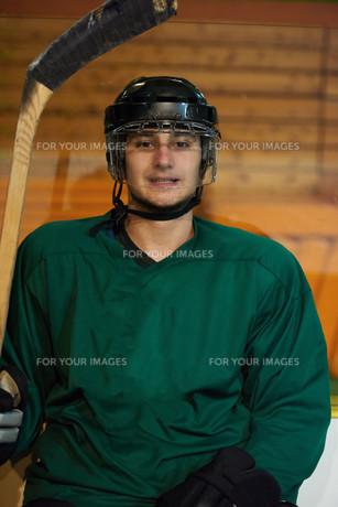 ice hockey players on benchの素材 [FYI00788208]