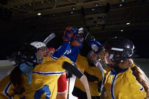 teen girls ice hockey sport playersの写真素材 [FYI00788324]