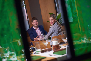 business couple having dinnerの写真素材 [FYI00788473]