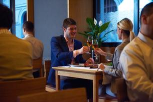 business couple having dinnerの写真素材 [FYI00788481]