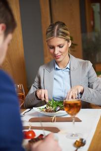 business couple having dinnerの写真素材 [FYI00788508]