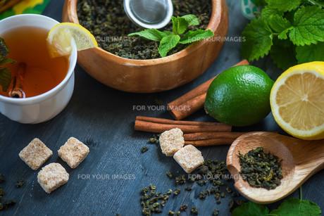 berries  teaの写真素材 [FYI00788523]