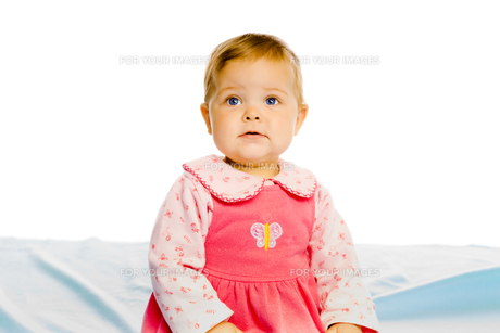 Beautiful baby sitting on a blue blanket. Studioの写真素材 [FYI00788581]