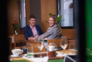 business couple having dinnerの写真素材 [FYI00788662]