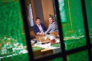 business couple having dinnerの写真素材 [FYI00788672]