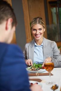 business couple having dinnerの写真素材 [FYI00788697]