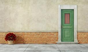 Old facade with front doorの写真素材 [FYI00788770]