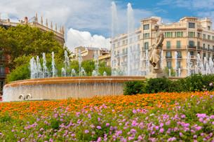 Fountain at Catalonia Square in Barcelona, Spainの写真素材 [FYI00788817]