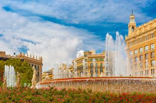 Fountain at Catalonia Square in Barcelona, Spainの写真素材 [FYI00788833]