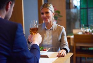 business couple having dinnerの写真素材 [FYI00788986]