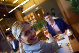 business couple having dinnerの写真素材 [FYI00788993]